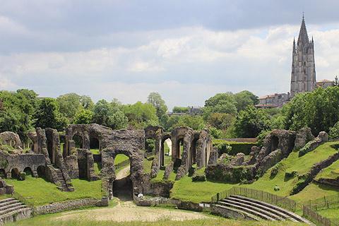L'amphithéâtre de Saintes : Des cailloux, des ruines, du patrimoine quoi !