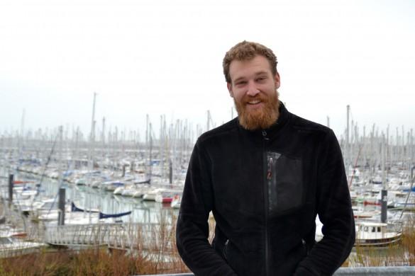 Nicolas, le belge sur la terrasse du bar de l'Auberge de Jeunesse de La Rochelle